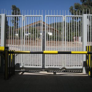 CSG10605-&-Newey-Barrier